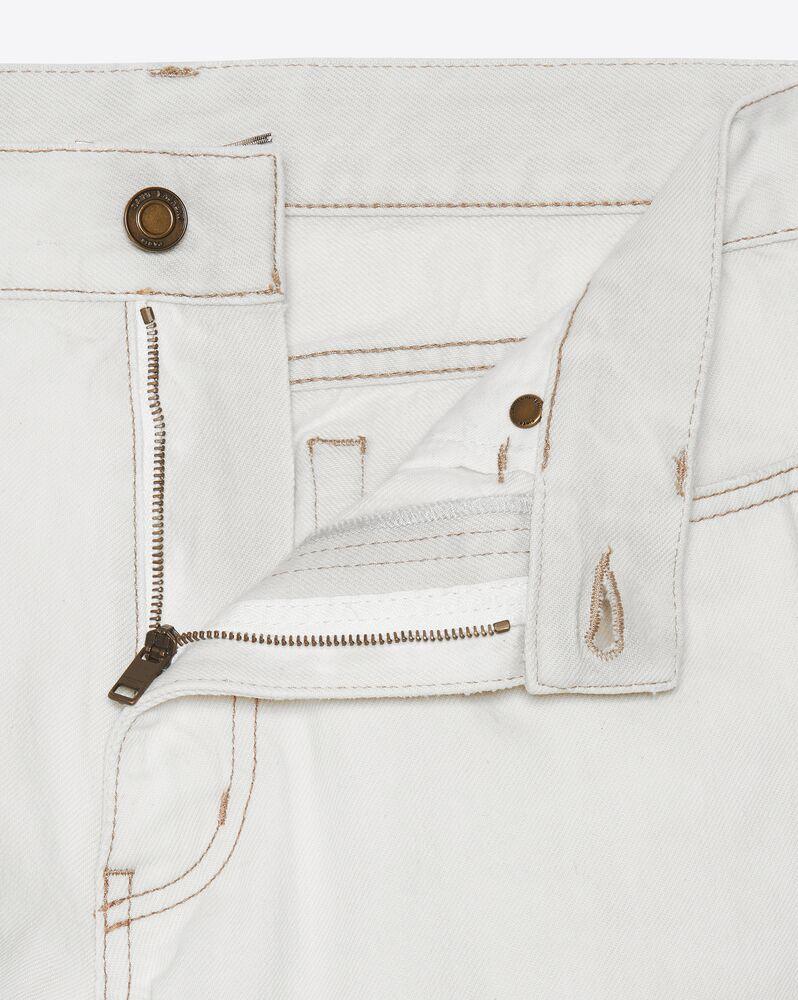 灰白色萝卜型牛仔裤